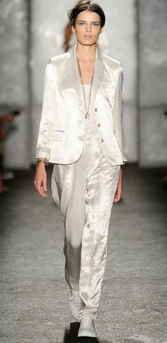 Goregous pantsuit by Valentino!