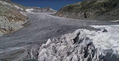 A forró nyár következményeként egyre-másra tűnnek el a gleccserek Svájcban. Ha így megy tovább, a turisták már nem sokáig sétálhatnak a Rhone-gleccserbe vájt barlangban, Wallis kantonban. A jég szemmel láthatóan gyorsan olvad. Lausanne, Wallis, Half Dome, Mount Everest, Marvel, Mountains, Nature, Mont Blanc, Naturaleza