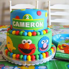 Maybe this could read HENRY?? sesame street Cake