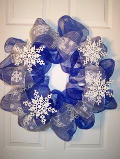Christmas Wreath snowflakes- I need this in Pink for our Winter One-derland Birthday Party!!!