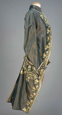 LOT 505 GENTS FRENCH EMBROIDERED SILK FORMAL COAT, 1750-1775 - whitakerauction