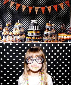 Love the idea of this as a backdrop for a super spooky themed Photo booth for a very fun party.