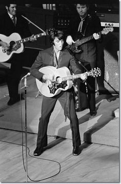 Elvis Presley on sta