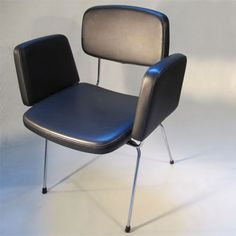 Cadeira com braços PRESTÍGIO DACIANO DA COSTA LONGRA 1962 Industrial Design, Costa, Dining Chairs, Interiors, Vintage, Furniture, Home Decor, Art, Modernism