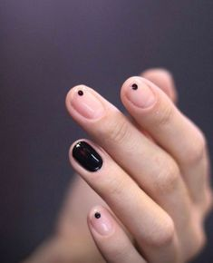 If you're not a fan of tacky fake nails or if you love unusual nail art design but you're somehow busy or lazy to do an hour manicure treatment, here's a solution! These stunning minimalist nails will assure you that less is more. Solid Color Nails, Nail Colors, Bold Colors, Colours, Hair And Nails, My Nails, Oval Nails, Gelish Nails, Uv Gel Nails