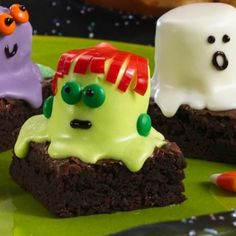 Have some much fun with the kiddos making these for a Halloween party!