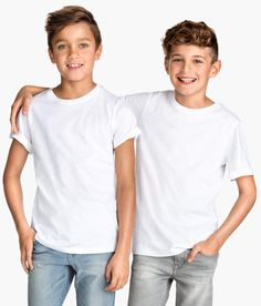 Welcome to H&M, your shopping destination for fashion online. We offer fashion and quality at the best price in a more sustainable way. Plain Shirts, Polo T Shirts, Teen Boy Hairstyles, T Shirt Design Template, Cute Young Girl, Kids Prints, Fashion Online, Kids Fashion, Shirt Designs