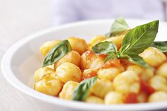 7 Sauces That Are Perfect for Pairing with Gnocchi: Gnocchi with Tomato Sauce and Fresh Basil