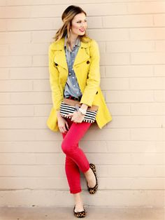 i love the pop of color.. not sure if i could do yellow