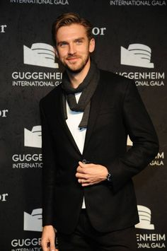 Dan Stevens aka Matthew Crawley from Downton Abbey....Those EYES! Sighhhhhh