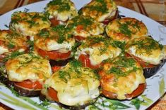 Baked eggplants with minced meat under tomato sauce Crusted Chicken, Crispy Chicken, Baked Eggplant Recipes, Pickled Eggplant, Instant Potatoes, Tomato And Cheese, Best Side Dishes, Stuffed Green Peppers, Veggies
