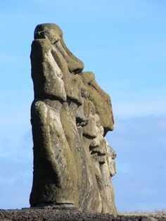 Moais en Isla de Pascua, Chile... Easter Island Moai, Juan Fernandez, Drake Passage, South American Countries, Crop Circles, Stonehenge, Ancient Artifacts, Tahiti, Historical Sites