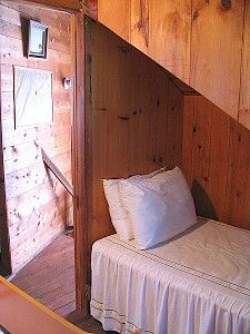 built-in bed under stairs Basement Bedrooms, Basement Ideas, Bed Under Stairs, Built In Bed, Vacation Rental Sites, Cabins In The Woods, Housekeeping, My Dream Home, Bunk Beds