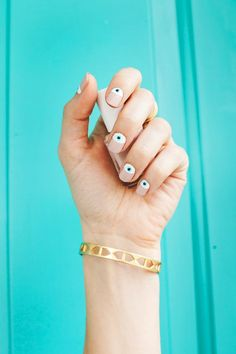 Eye manicure DIY