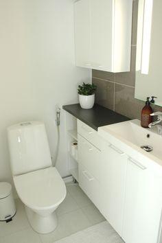Bathroom Toilets, Minimalist Home, My Dream Home, Bathroom Interior, House Plans, Sweet Home, Loft, Saunas, March