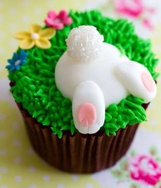 Easter bunny cupcake -Oh my gotch! How cute is this!!!
