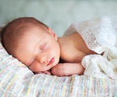 Mit dem Baby zu Hause - und jetzt ist alles ganz neu und unglaublich aufwühlend. Mit unserem Wochenbett-Glossar begleiten wir Sie durch diese Zeit. Und beantworten Ihnen alle Fragen, die Sie jetzt haben.