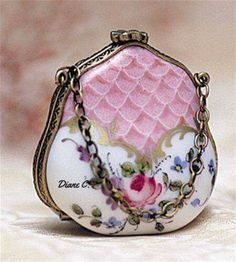 Pretty lilac, white, and rose vintage hard-case purse with snap closure