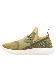 ¡Consigue este tipo de zapatillas bajas de Nike Sportswear ahora! Haz clic para ver los detalles. Envíos gratis a toda España. Nike Sportswear LUNARCHARGE ESSENTIAL Zapatillas camper green/sequoia/legion green: Nike Sportswear LUNARCHARGE ESSENTIAL Zapatillas camper green/sequoia/legion green Ofertas   | Material exterior: fibra sintética/tela, Material interior: tela, Suela: fibra sintética, Plantilla: tela | Ofertas ¡Haz tu pedido   y disfruta de gastos de enví-o gratuitos! (zapatill...