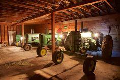 Farmall Tractors, John Deere Tractors, Old Farm Equipment, Farming Life, Mean Green, Antique Tractors, Farms Living, Barns, Homesteading