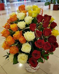 Flowers signifys different meanings depending on the colors. Flower Bouquet Wedding, Rose Bouquet, Beautiful Flower Arrangements, Floral Arrangements, Send Roses, Red And White Roses, Anniversary Flowers, Box Roses, Local Florist