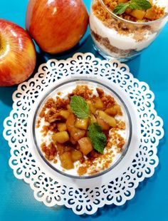 No Bake Apple Cheese Cake | Apple Cheese Cake - No Bake No Oven #nobakeapplecheesecake #cheesecake #nobake #nobakecake #jarcake #applecake #desserts #appledessert #instantdessert Cold Desserts, Apple Desserts, Caramelised Apples, Apple Cheesecake, Cake In A Jar, Apples And Cheese, Whipped Cream Cheese, Food Fantasy, Chocolate Biscuits