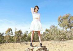 Falda Crop top blanco transparencia diseñadora de modas fashion designer skirt couture shotting