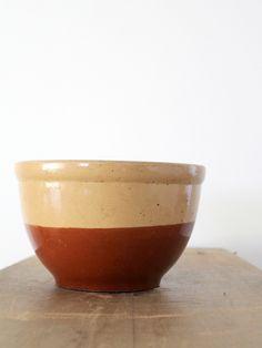 Vintage yelloware bowl / Watt Pottery American Homes Oven Ware - 86 Vintage