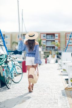 There+is+nothing+more+feminine+than+a+bell-sleeved+off+the+shoulder+top!+This+style+is+perfect+for+summer,+emphasising+both+your+tan+and+your+figure!+Wear+the+look+like+Elizabeth+Keene+by+choosing+a+statement+pattered+top+and+pairing+it+with+simple+white+shorts+and+heels.+Top:+Sheinside,+Shorts:+Heavenly+Couture,+Hat:+Lack+of+Color,+Bag:+Marshalls,+Shoes:+Charlotte+Russe.