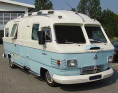 Fun, Funky, Rare, & Awesome Vintage Camper Van Motor Homes & RVs Van de Campista! Tiny Camper, Camper Caravan, Cool Campers, Rv Campers, Camper Van, Cars Vintage, Vintage Trailers, Vintage Motorhome, Vintage Campers