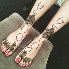 Pin by shaheen k on henna feet. Henna Mandala, Mandala Art, Hand Henna, Henna Feet, Henna Designs Feet, Beautiful Henna Designs, Mehndi Images, Symbol Design, Cool Tattoos