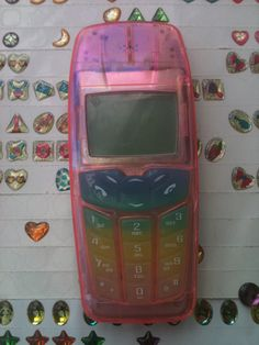 my first phone looked exactly like this. same button covers and all.