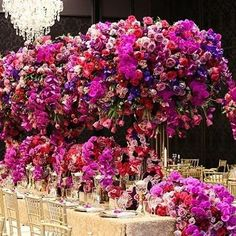A floral explosion of beauty by @FlowerCultureByJohnEmmanuel!! Simply stunning.