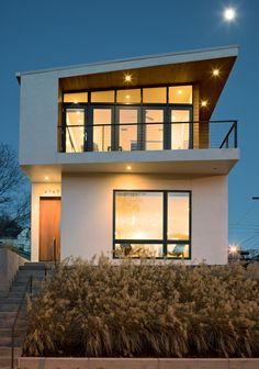 Modern single family residence designed by KEM Studio, situated in Kansas City, Kansas, United States. Industrial Architecture, Contemporary Architecture, Amazing Architecture, Interior Architecture, Contemporary Houses, Beautiful Homes, House Design, House Styles, Carpenter