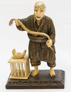 Encantador de serpente - Grupo escultórico japonês em bronze com marfim e base em madeira entalhada.