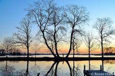 zonsopkomst reeuwijkse plassen met jogger by renate oskam