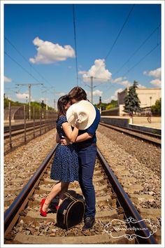 Sedinta foto de cuplu • Fotograf nunta Railroad Tracks, Studio, Studios, Studying, Train Tracks