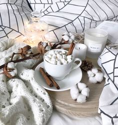 cozyness in bed. Hygge Christmas, Christmas Mood, December Baby, Flat Lay Photos, Autumn Aesthetic, Cozy Aesthetic, Winter Coffee, Coffee Photography, Food Photography
