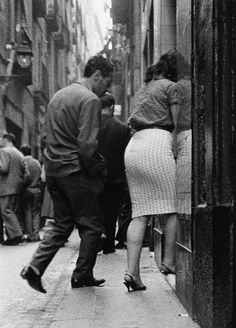 El Raval (by Joan Colom) Love Photography, Black And White Photography, Street Photography, Old Photos, Vintage Photos, Miami Street, Foto Madrid, Brassai, Cecil Beaton