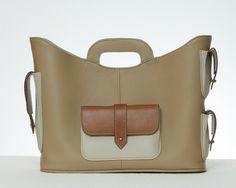 Cargo bag in Italian leather Italian Leather, Leather Handbags, Leather Totes, Leather Bags