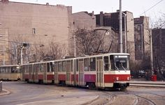 Ost_berlin.Eine Strassenbahn der Linie 28 faehrt aus der Endhaltestelle Hackescher Markt Richtung Weissensee los (ca 1974)