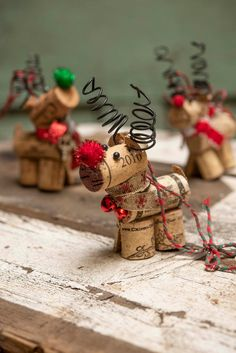 Homemade Christmas Decorations, Christmas Ornament Crafts, Christmas Crafts For Kids, Diy Christmas Gifts, Holiday Crafts, Reindeer Ornaments, Easy Ornaments, Wine Cork Christmas Trees, Reindeer Logs