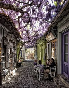Idyllic street scene in Molyvos, Lesbos Island, Greece (by Kutissg).
