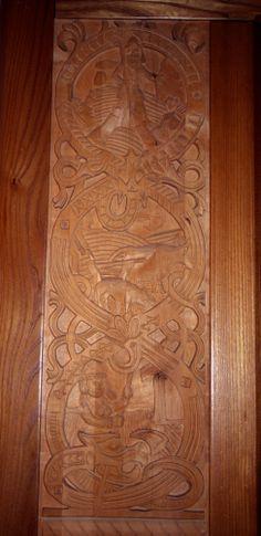 Libro Territorio Vikingo. La decoración recuerda a las runas vikingas.