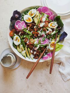 This Cobb Salad is a lighter take on the classic featuring Coconut Bacon and hemp seed Creamy Chive Dressing! High Protein Vegetarian Recipes, Healthy Food Options, Good Healthy Recipes, Healthy Choices, Healthy Meals, Vegan Recipes, Appetizer Recipes, Dinner Recipes, Fall Recipes