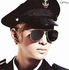 shinee-onew-everybody-mini-album-hq-photobook-scans_1