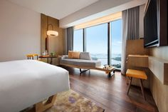 Andaz Singapore, a luxury Singapore hotel by Hyatt, in vibrant Kampong Glam, Bugis and Little India. Featuring spacious rooms with city & harbour views. Hotel Room Interior, Luxury Hotel, Beach House Interior, Singapore Hotels, Andaz Hotels, Luxury Hotel Room, Room, Room Interior, Hotels Room
