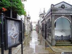 Já viu o post de hoje no D&D Mundo Afora? É sobre o passeio até o cemitério da Recoleta em Buenos Aires.  Confere lá!!! http://ift.tt/2lqPiW7 #mundoafora #dedmundoafora #travel #viagem #tour #tur #trip #travelblogger #travelblog #braziliantravelblog #blogdeviagem #rbbviagem #instatravel #instagood #blogueirorbbv #blogueirosdeviagem #buenosaires #argentina #ap #zoolujan #levaeu #daytours4u #bsas4u #casarosada #rosedal #cafetortoni #elateneo #voegol #cemiteriodarecoleta @daytours4u…