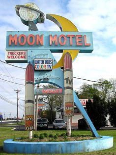 Retro Vintage Moon Motel - Truckers Welcome! Water Beds, Color TV, Pool, this place has got everything! Old Neon Signs, Vintage Neon Signs, Old Signs, Advertising Signs, Vintage Advertisements, Fosse Commune, Station Essence, Retro Signage, Water Bed