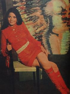 A brief and non-linear pictorial history of Indian fashion. And the women who are much more than. Bollywood Outfits, Bollywood Fashion, Bollywood Actress, Retro Fashion 70s, Vintage Fashion, Vintage 70s, Vintage Style, 70s Outfits, Vintage Outfits